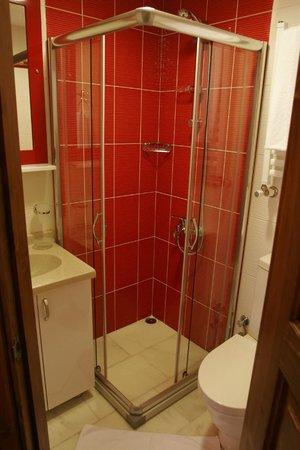 All Day Istanbul Hotel: Bathroom