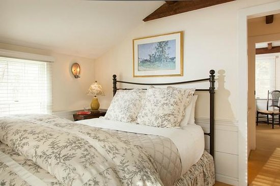Garden Gables Inn: Suite 12 master bedroom