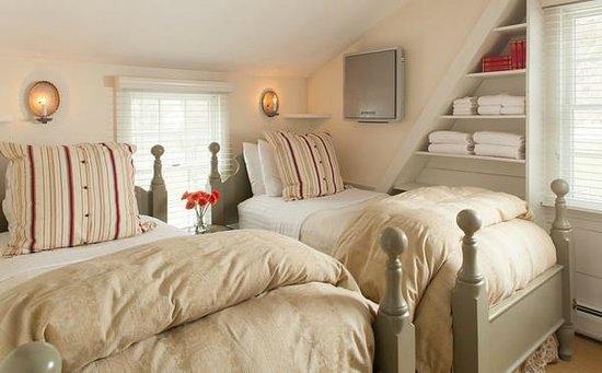 Garden Gables Inn: Suite 12 2nd bedroom