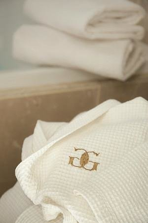 Garden Gables Inn: Spa robe