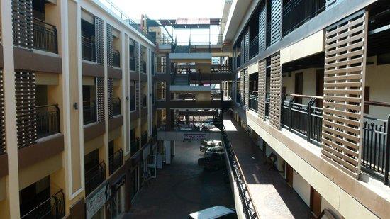 เบย์วอล์ค เรสซิเดนซ์: Central area of hotel