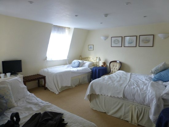 Brocks Guest House:                   Fairly spacious room for 3 - 4 people