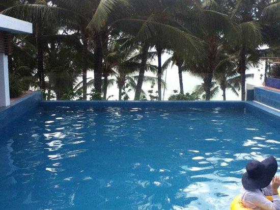 Crown Regency Beach Resort Boracay:                   Pool on the Roof