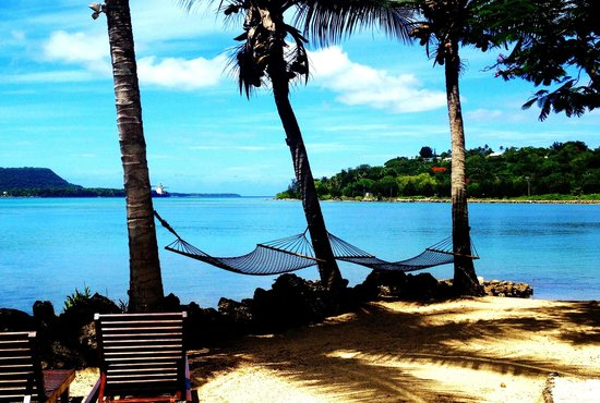Fatumaru Lodge: Hammocks under coconut trees