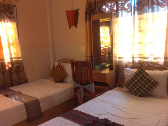 Bou Savy Guest House: Nice comfy triple bedroom