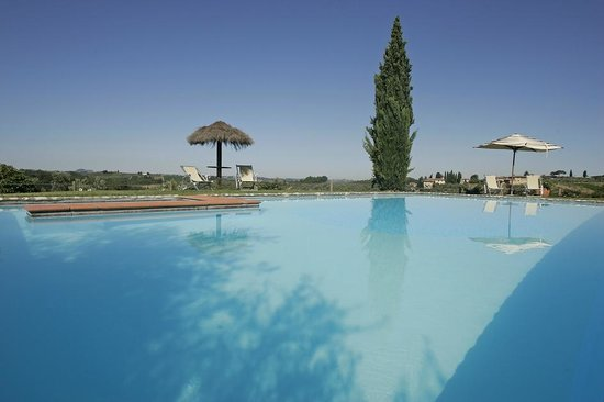 Salvadonica - Borgo Agrituristico del Chianti: The pool overlooking the landscape