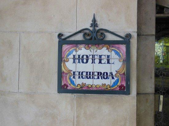 Hotel Figueroa:                   入口にて