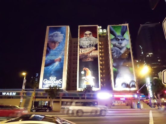 Hotel Figueroa:                   LA.LIVEの通りからの撮影