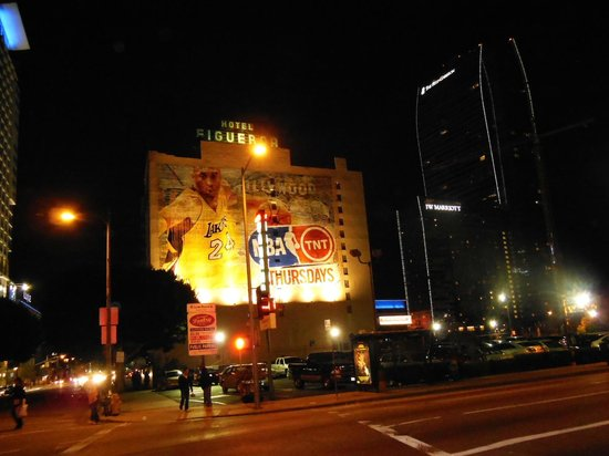 Hotel Figueroa:                   コービーブライアントが書かれています