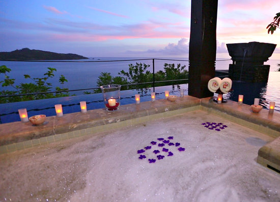 Anse Louis, Seychelles: Outdoor bath in Maia Signature Villa