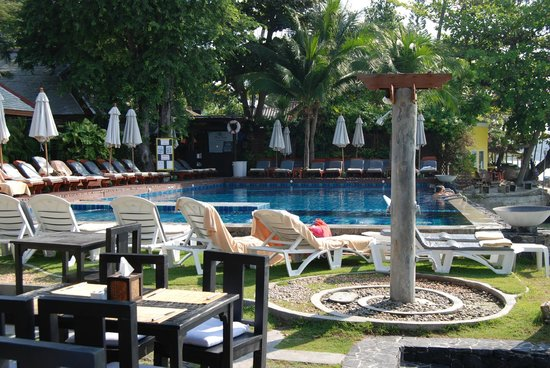Baan Haad Ngam Boutique Resort & Villas:                   Pool area off Olivio