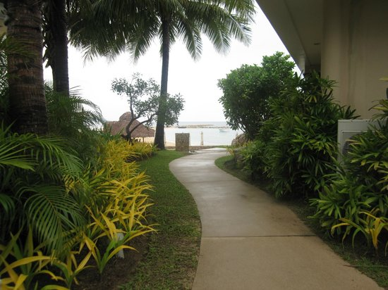 Misibis Bay Resort:                   walkway to the beach