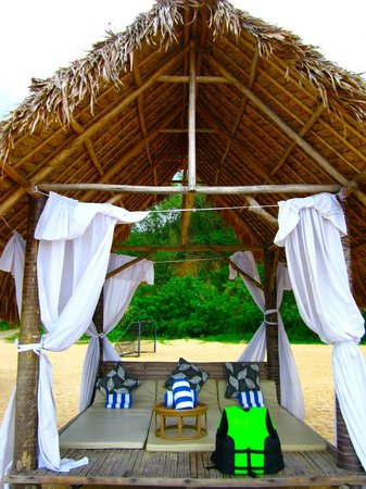 Misibis Bay Resort:                   nipa beach hut