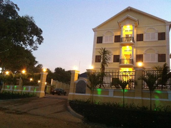 Colonial Lake Palace