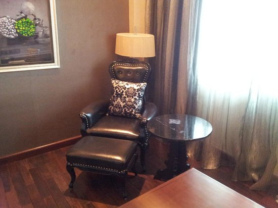 Movenpick Hotel Hanoi: The leather wing chair