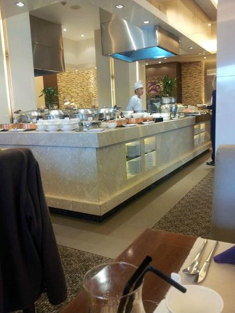 Moevenpick Hotel Hanoi: Coffee House during breakfast