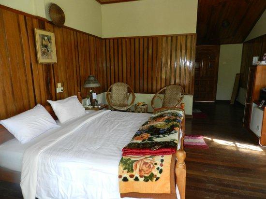 Pine Hill Resort, Kalaw:                   Bedroom looking to front door
