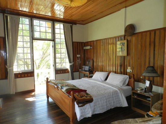 Pine Hill Resort, Kalaw:                   Bedroom looking out