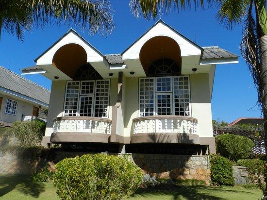 Pine Hill Resort, Kalaw:                   Duplex cottages have thin walls