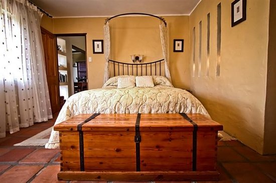 Sandpiper Guest Cottages and The Oystercatcher Trail: Sea Mist main bedroom