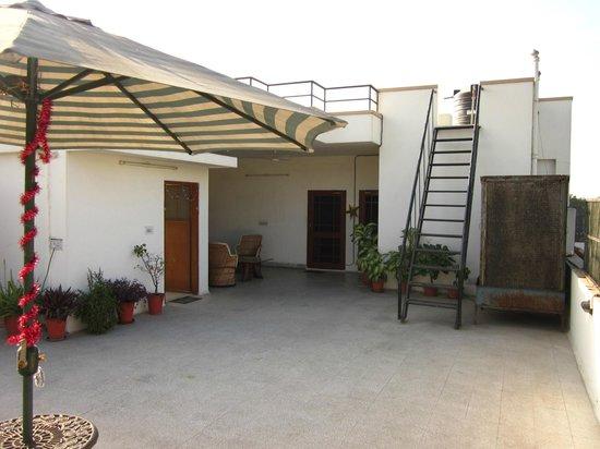Naindevi Homestay:                   rooftop terras