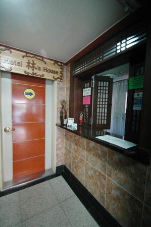 Yim's House: front desk