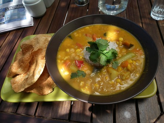 The Greenstuff Cafe:                   Yellow Veg Curry