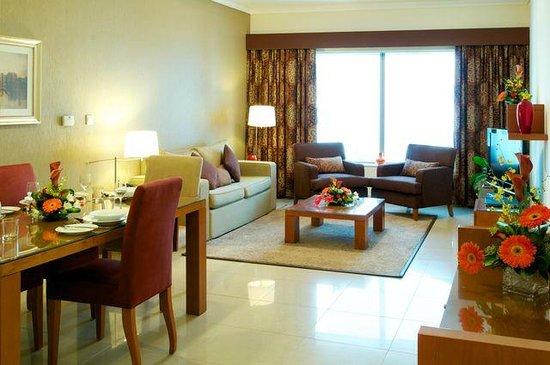 Al Salam Hotel Suites: Living room