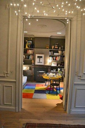 La Villa : Living room for breakfast with tv and minibar