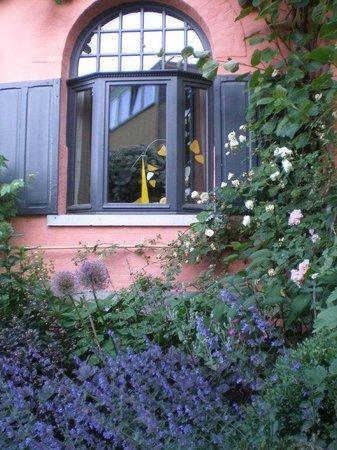 La Villa : in the garden