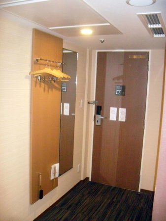 the b kobe:                   Entrance - that is the clothing cupboard
