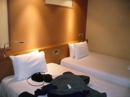 the b kobe:                   Two large beds with jazzy bedside lights
