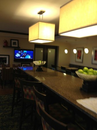 Hampton Inn Asheville - Tunnel Road:                   dining