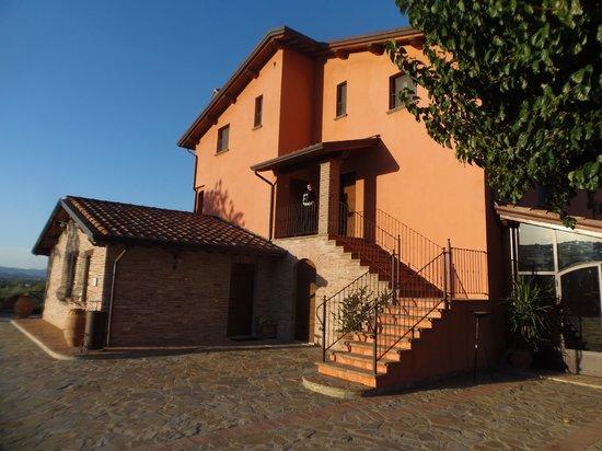 Tenuta Del Perugino:                   l'ingresso delle camere