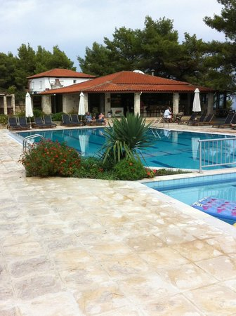 Nostos Hotel:                   pool and bar/ restaurant