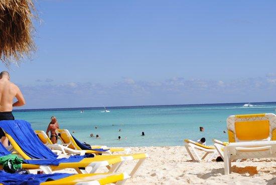 IBEROSTAR Paraiso Del Mar:                   Strand voor het hotel