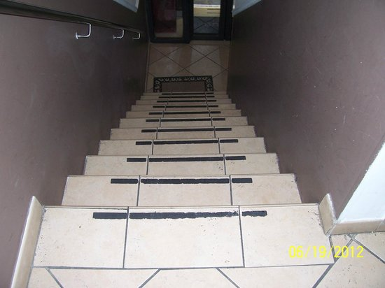 Hotel Globus: Staircase from Front Desk on 2nd floor to 3rd floor