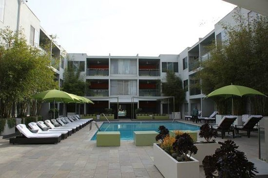 Sunset Marquis: Wide-shot of centre pool