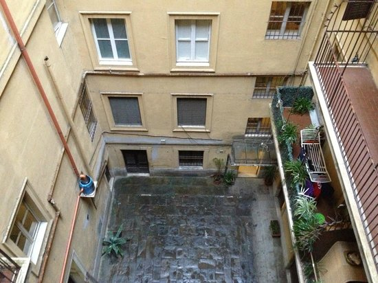 Hotel Galatea :                   cour intérieure