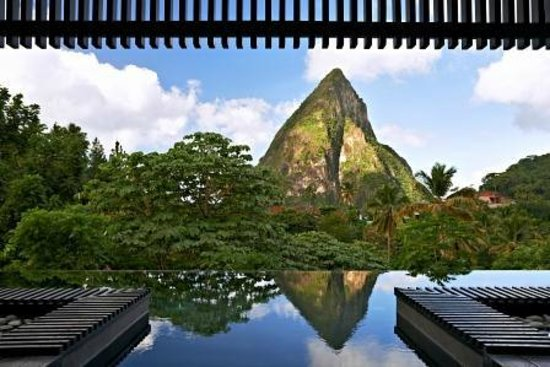 Boucan by Hotel Chocolat : Infinity Pool and the view of Piton