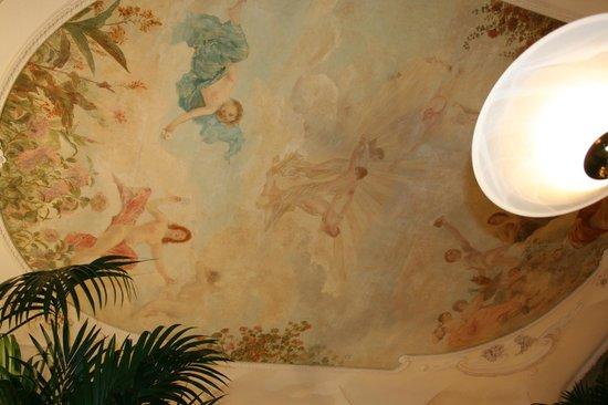 Grand cafe de Moulins :                   ETONNANT.....