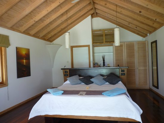 Kuredu Island Resort & Spa:                   Inside our room, the bathroom is outside