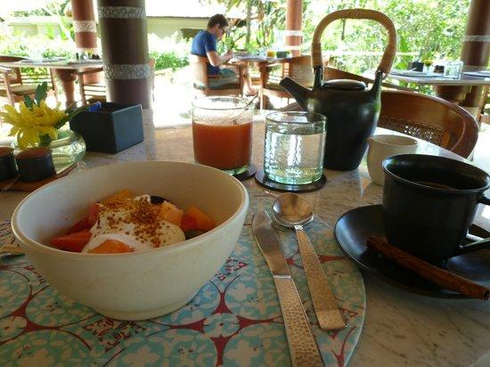 Uma by COMO, Ubud:                   朝食(フルーツサラダ、ジュース、バリコーヒー)