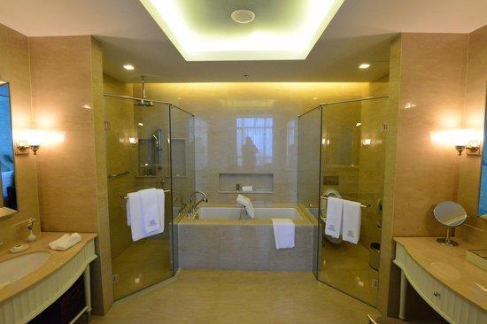 Oriental Residence Bangkok:                   Bathroom