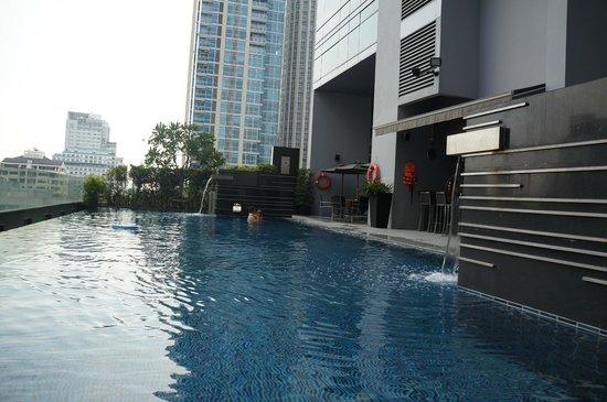 โนโวเทลแบงคอก เพลินจิต สุขุมวิท:                   piscine