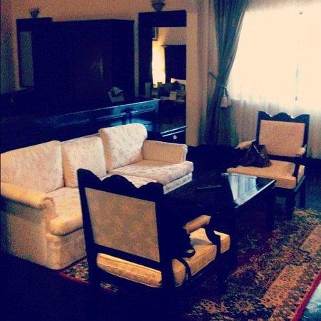 Ree Hotel:                   Room