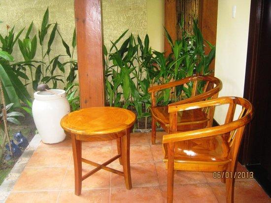 Terracotta Resort:                   Терраса у бунгало.