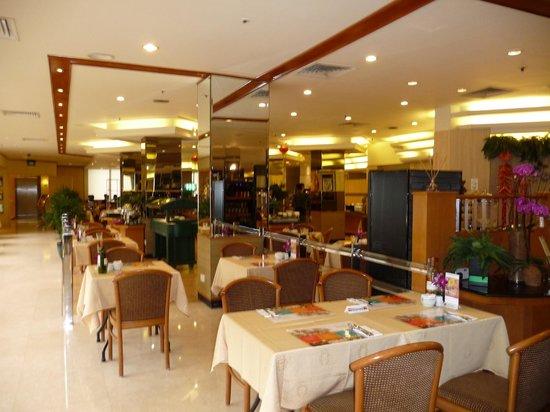 Hotel Miramar:                                     Dining room
