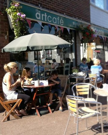 The Art Cafe: Lunch alfresco