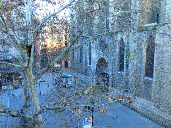 el Jardi:                   Вид на площадь St. Josep Oriol